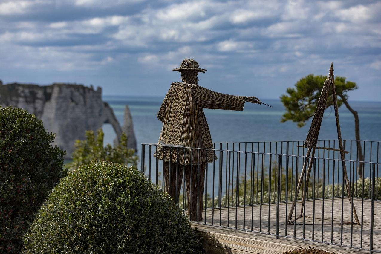 Blick auf die Alabasterküste von den Gärten von Étretat